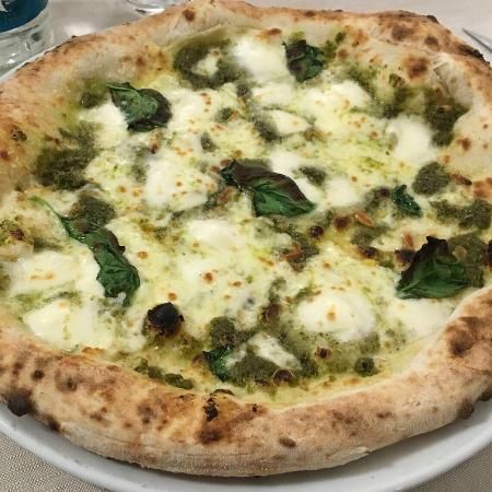 Acquapazza Ristorante e Pizzeria Pizza alla ligure, con pesto e mozzarella  di Bufala