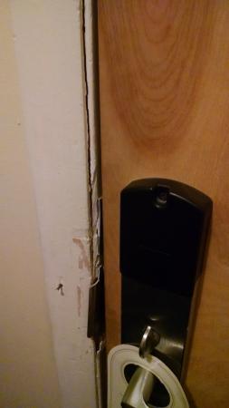 Lodge at Mount Snow: broken door