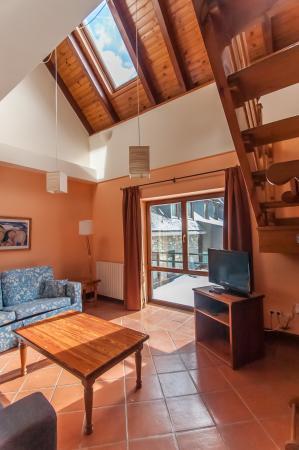 hotel Y Apartamentos Vilagaros  גארוס, ספרד  חוות דעת. Noventa Hotel. Theoxenia Palace Hotel. Cambria Suites Savannah Airport Hotel. Hotel Brisasol
