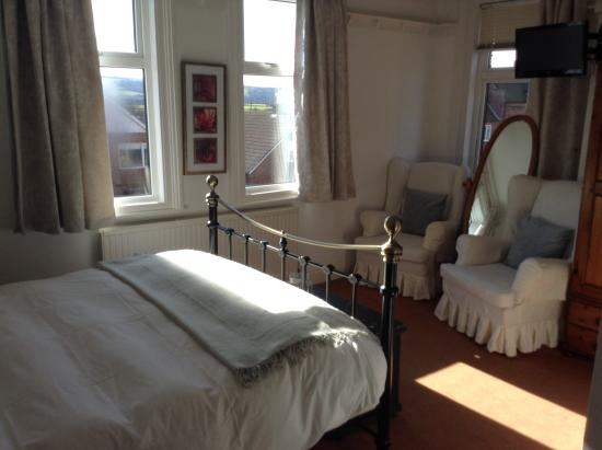 Lee-side Bed & Breakfast: Double room with seaview and ensuite shower