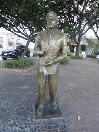Ibrahim Sued Statue