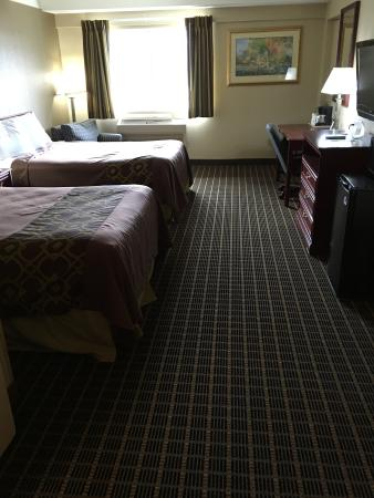 Travelodge Iowa City: new carpet in rooms