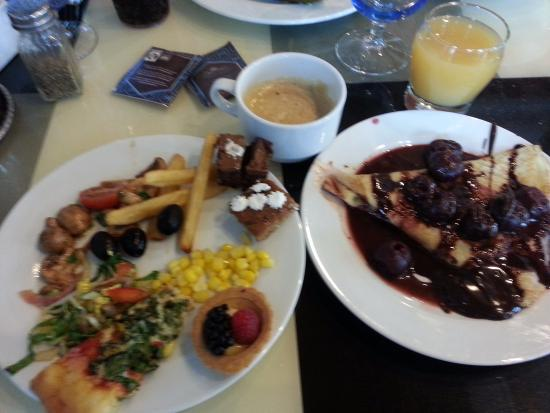 Port Saint Lucie, FL: Lots of food to choose from, so I had a nibble of many