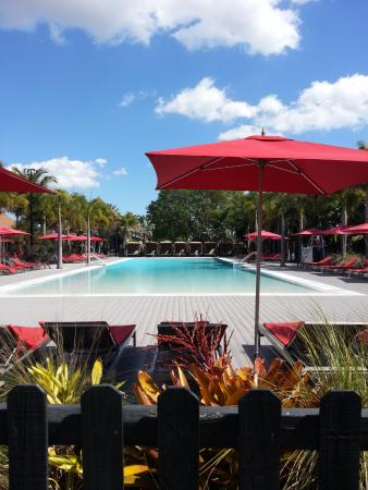 Port Saint Lucie, FL: Resort pool, in the middle of the resort