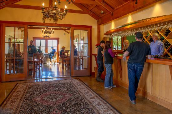 Monroe, OR: Benton-Lane Tasting Room