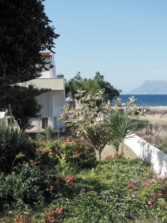 Anavaloussa Apartments: jardin extérieur