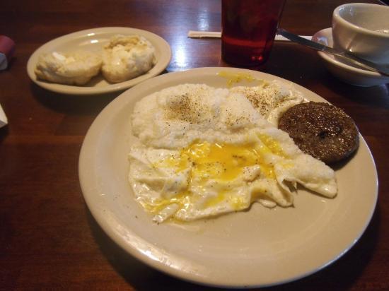 Hartford, MI: Eggs, grits, sausage, biscuit