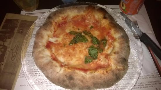 https://media-cdn.tripadvisor.com/media/photo-s/0a/81/b6/58/pizza-margherita-con.jpg