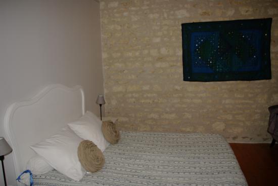 La Clisse, Frankreich: Chambre très spacieuse , silencieuse et bien chauffée.