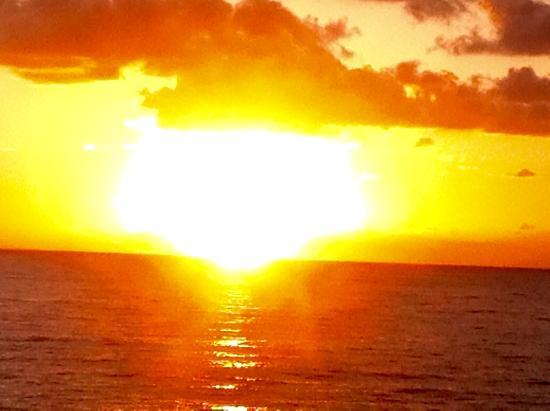 Flowers Bay, Гондурас: Sunrise balcony Sea Spray
