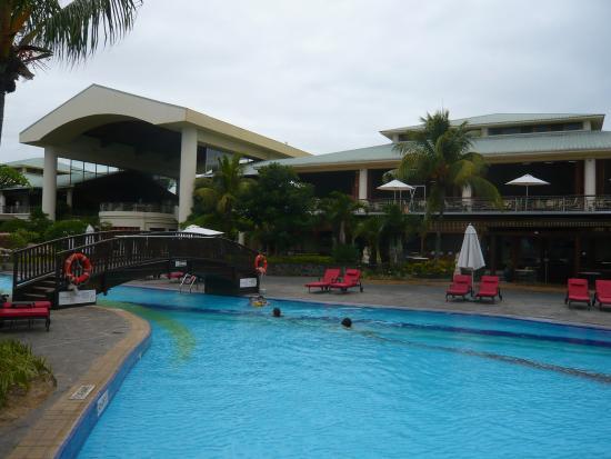 La piscine picture of le meridien ile maurice pointe for La piscine review