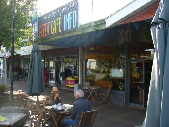 Naturally Fiordland Pizzeria: Cafe frontage