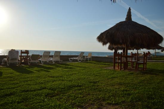 Villas El Rancho Green Resort: Beach