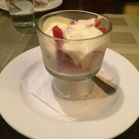 Front Royal, VA: Strawberries with a cream sauce