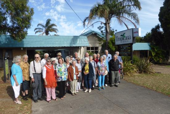 Tropicana Motor Inn: Our group outside the motel waiting for an Exceptional bus tour