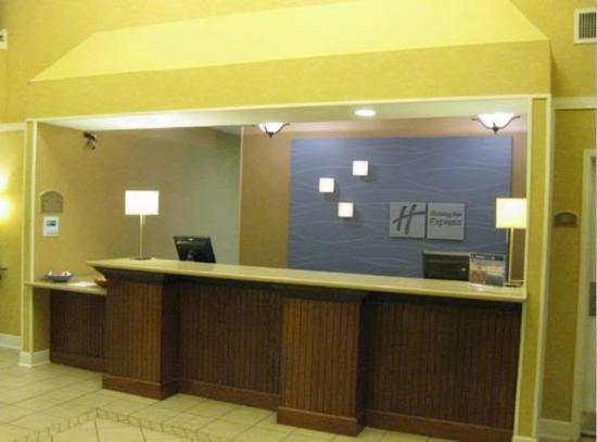Holiday Inn Express Magnolia/Lake Columbia: Before