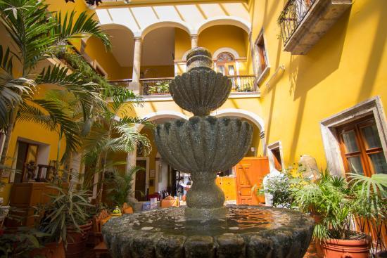 Hotel San Francisco Plaza: Fountain near lobby area