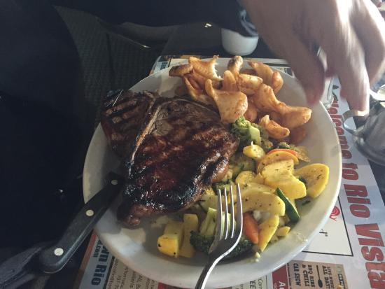 The Point Waterfront Restaurant: photo0.jpg