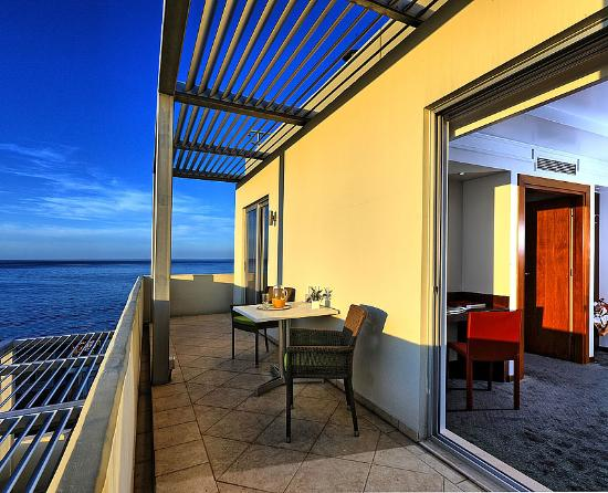 Atrion Hotel: Rooms with sea view and balcony