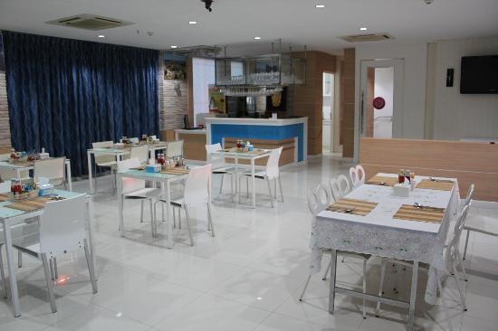 Lane Xang Princess Hotel: 最上階での朝食レストラン 見晴らしが良い