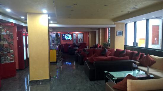 Erebuni Hotel: Лобби