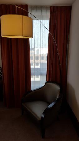 entrée chambre coin fauteuil - Picture of Mercure Lyon ...