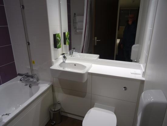 Premier Inn London Kew Hotel: roomy