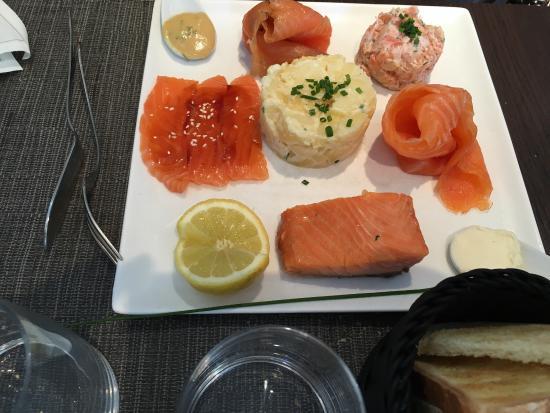 picture of autour du saumon paris tripadvisor. Black Bedroom Furniture Sets. Home Design Ideas
