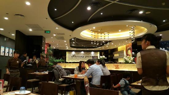 Sanhe, China: Pizza Hut (Wanda)
