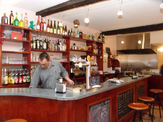 Bar-Restaurant les Pietonnes: Le comptoir