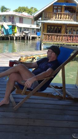Koko Resort : Kopp kaffe i vår solstol.