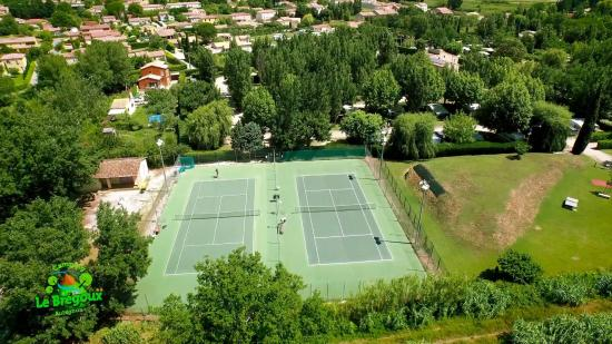 Camping Intercommunal le Bregoux: vue tennis