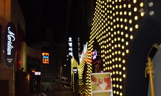 Sinchon Meridian Motel Photo