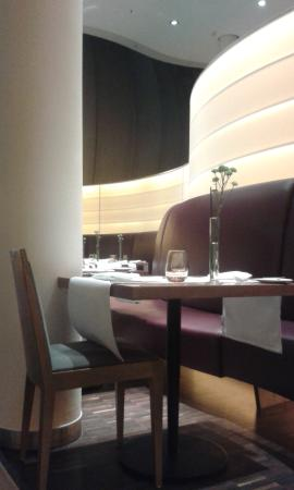 Restaurant Lesage: Empty Tables at Lesage on a Satuday Night