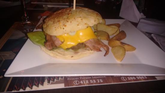 Deliciosa hamburguesa con mucha tocineta