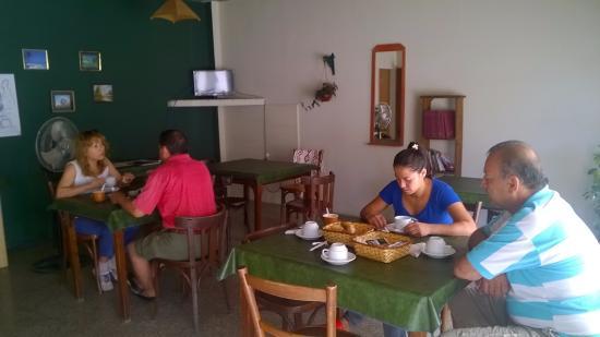 Villa Cura Brochero, Αργεντινή: desayunador con TV