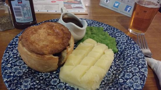 The Sennockian: Huge pie with mash and peas - plenty of beef (and calories)
