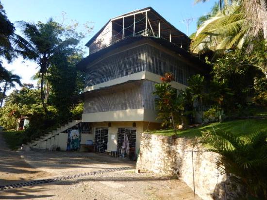 SunCampDR: Un des bâtiment principale a louer
