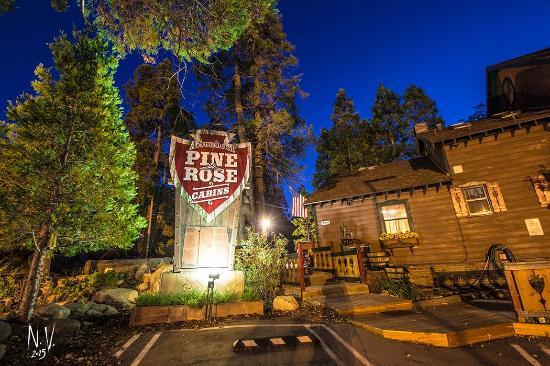 Twin Peaks, Kalifornia: Arrowhead Pine Rose Cabins, Southern California's cabin resort.