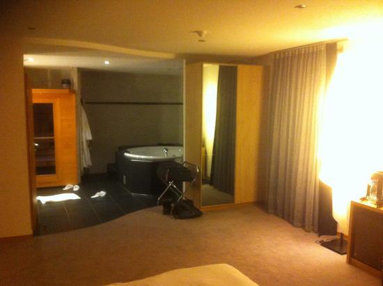 Chambre avec jacuzzi et sauna - Photo de Auberge du Cheval Blanc ...