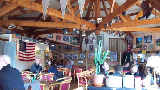 Puchay, Fransa: Arrivée de bonne heure, la salle etait pleine a notre depart