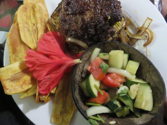 Belize Luxury Boutique Hotel & Resort Spa: Brahma burger, home made chips, and Belizean salad