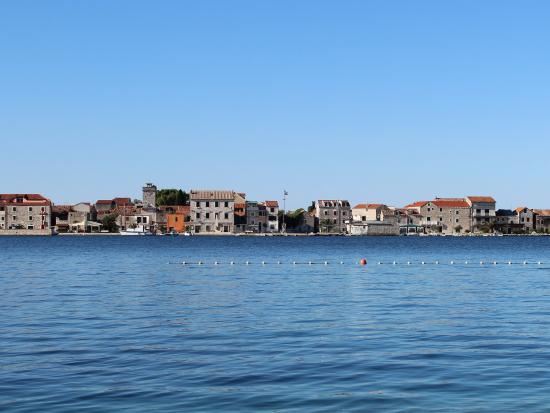 Brodarica, Κροατία: view on the island Krapanj