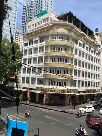 Huong Sen Hotel: corner suite perfect