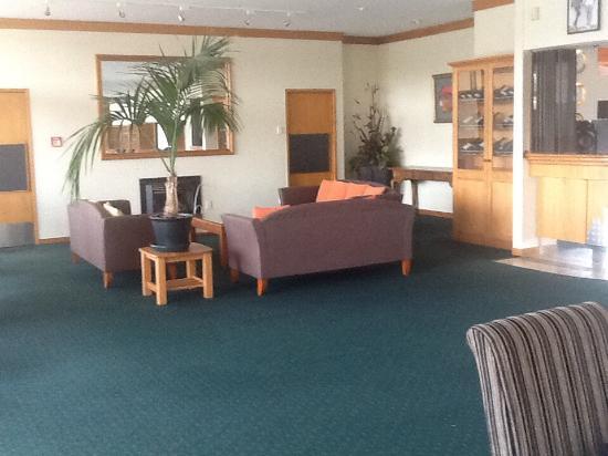 Flames International Hotel: Lounge area
