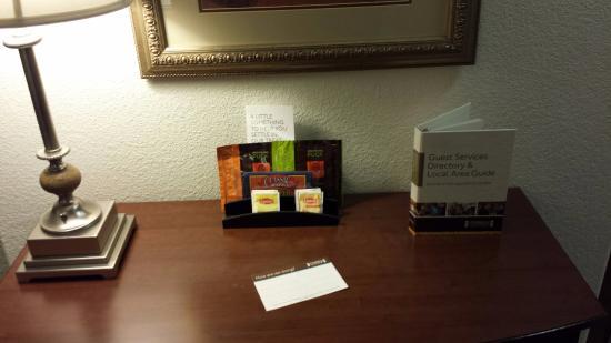 Staybridge Suites Rockford : Side table
