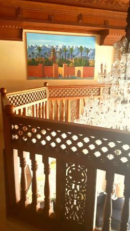 Hotel Mont Gueliz: beautiful decor in hotel, this is the 1st floor landing.