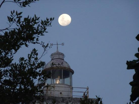 Chumbe Island Coral Park: Lighthouse in the moonlight