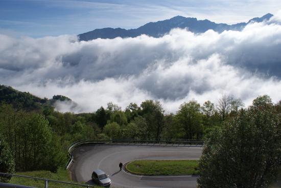 Civenna, Włochy: ed all'improvviso............. le nuvole !