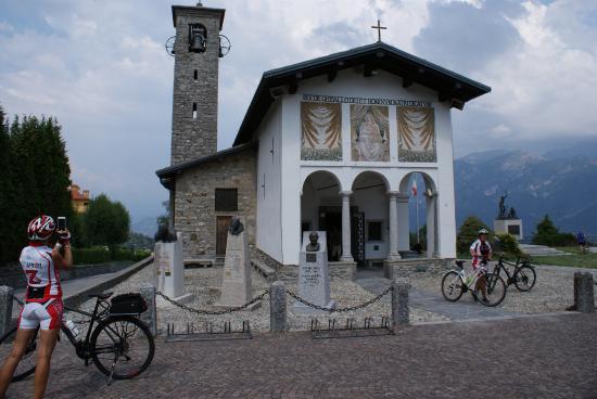 Civenna, Italia: chiesetta della Madonna del Ghisallo, a 2 passi dall'hotel